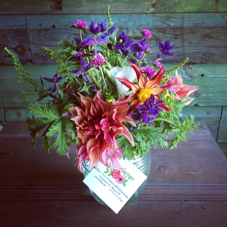 fresh farm floral arrangements and flower delivery from Passalongs Flower Farm
